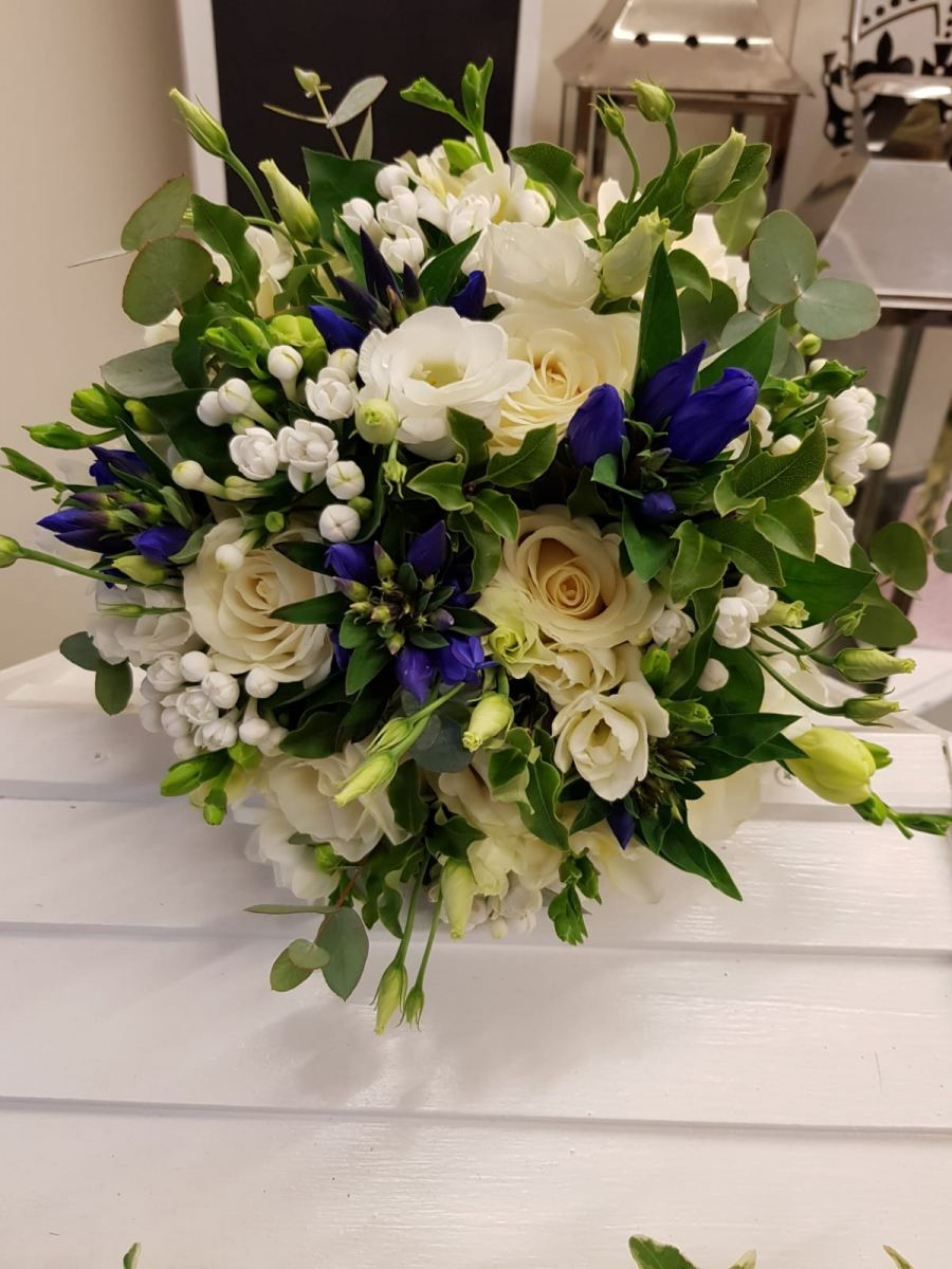bridal-handtied-wedding-flowers-rugeley-florist-staffordshire-020