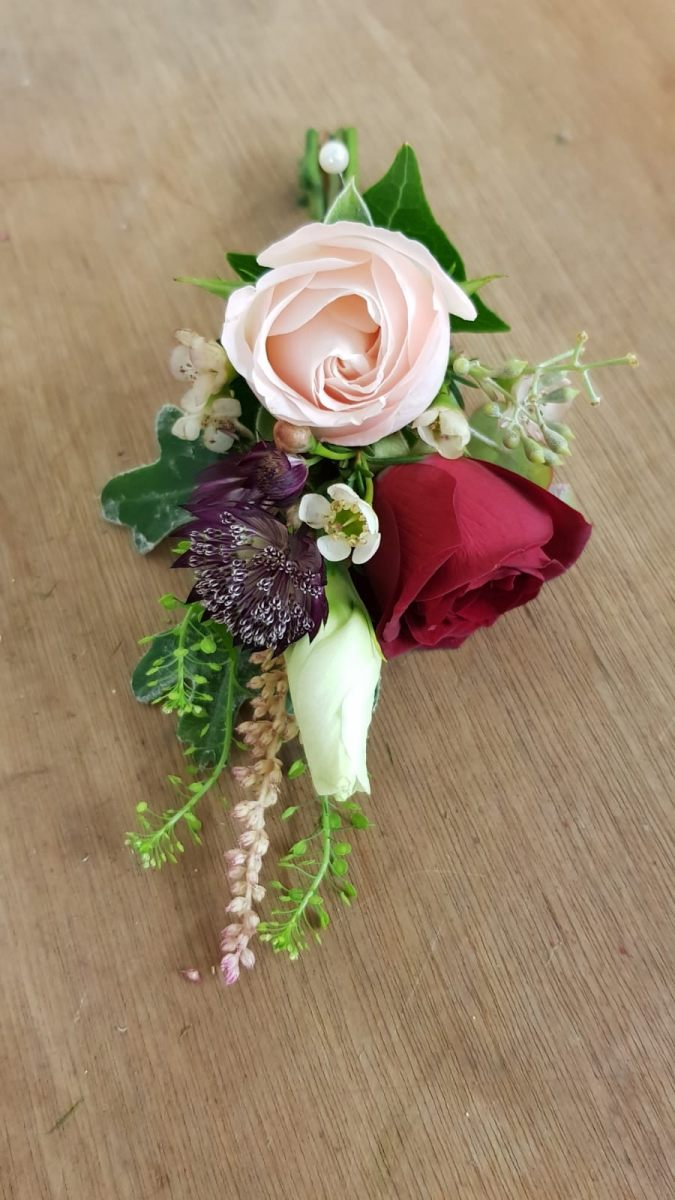 buttonholdes-wedding-flowers-rugeley-florist-staffordshire-028
