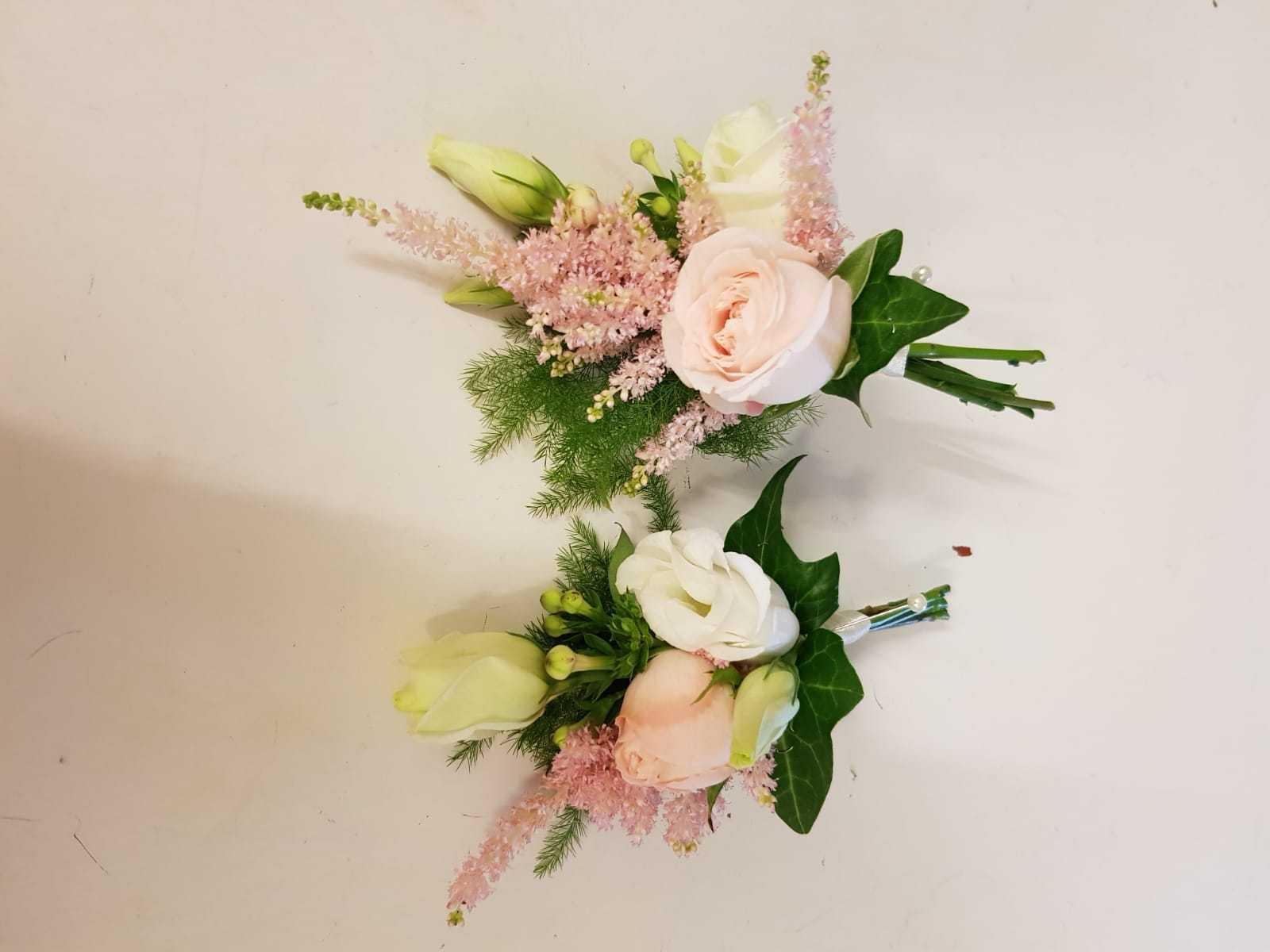 buttonholdes-wedding-flowers-rugeley-florist-staffordshire-032