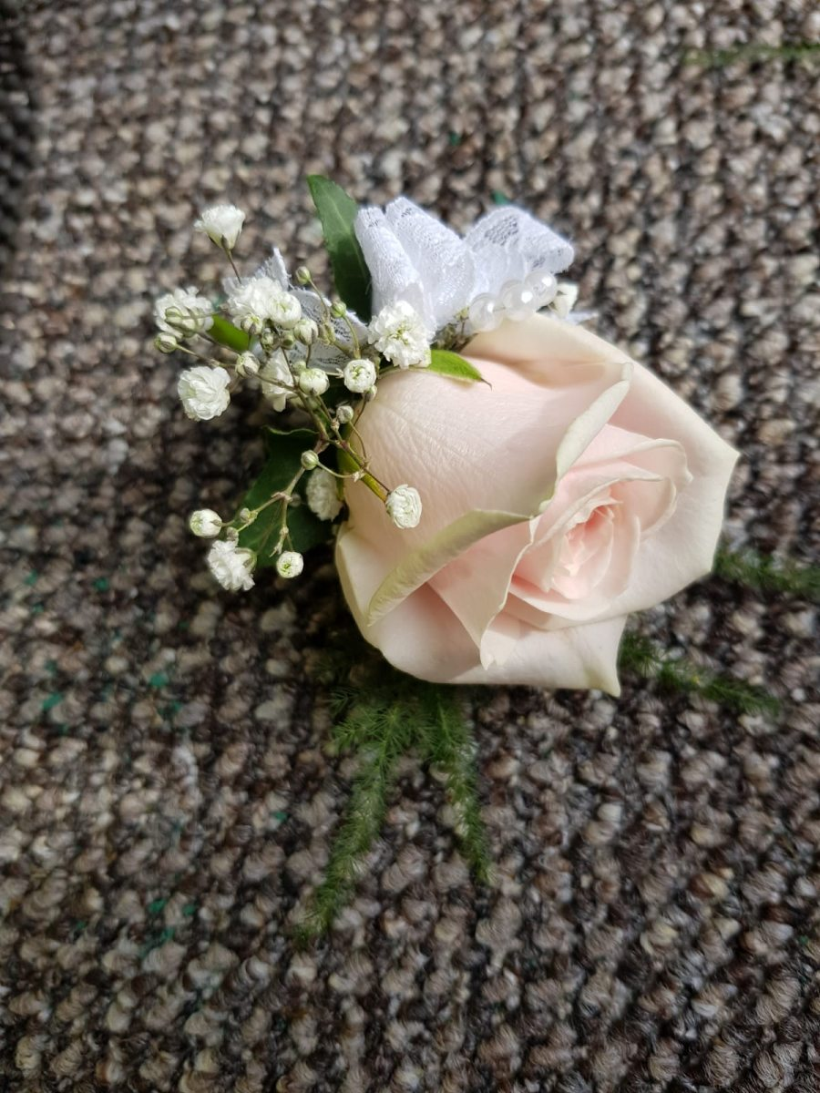 buttonholdes-wedding-flowers-rugeley-florist-staffordshire-038