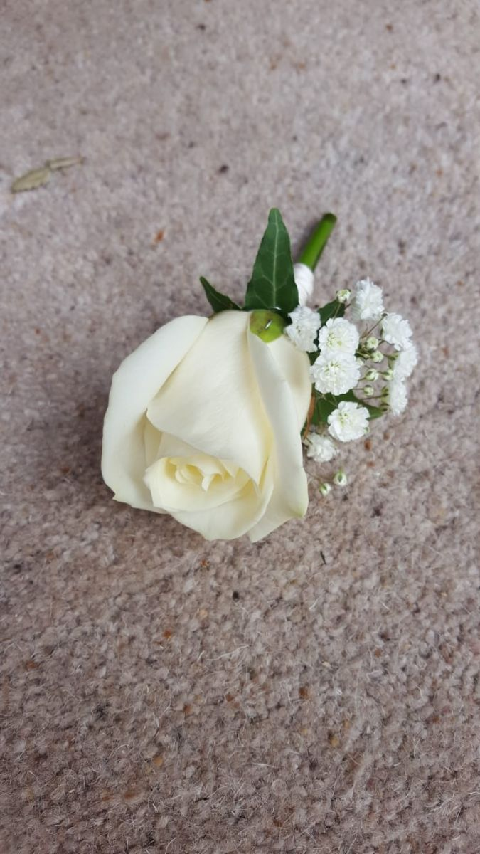 buttonholdes-wedding-flowers-rugeley-florist-staffordshire-043