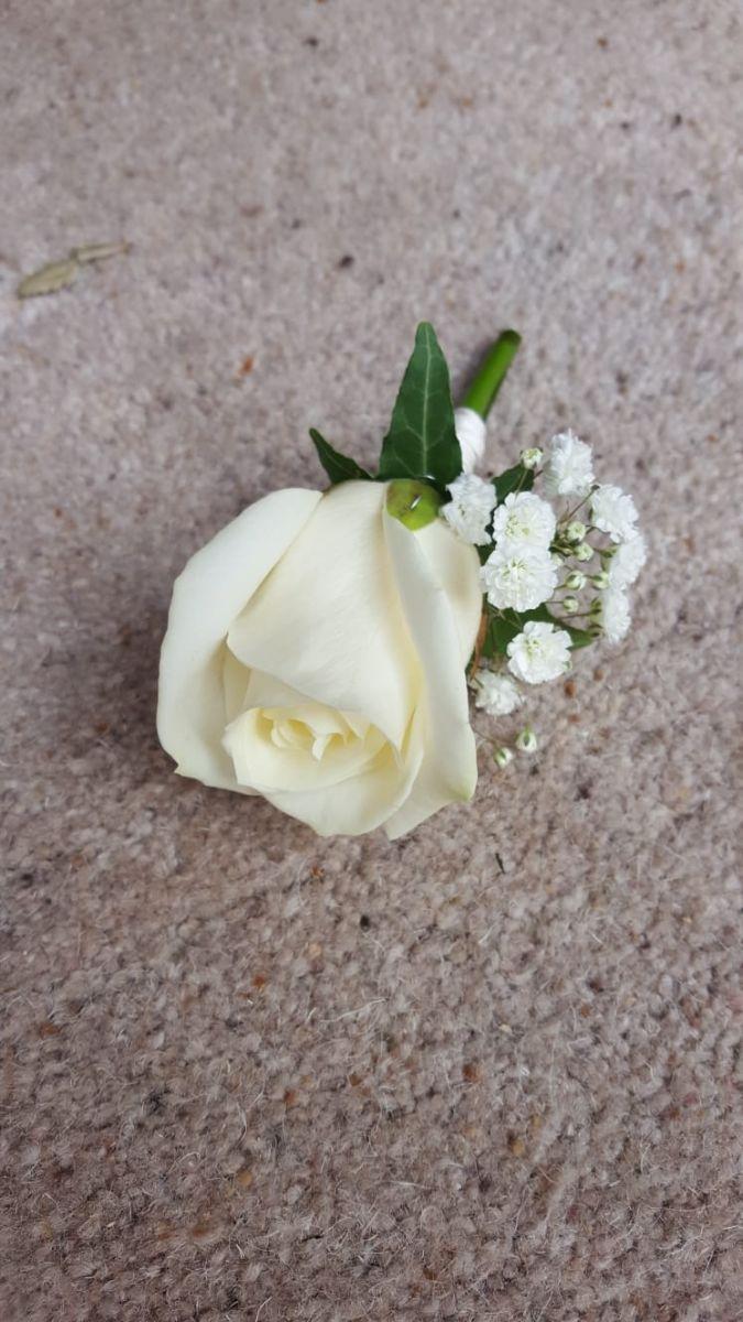 buttonholdes-wedding-flowers-rugeley-florist-staffordshire-043