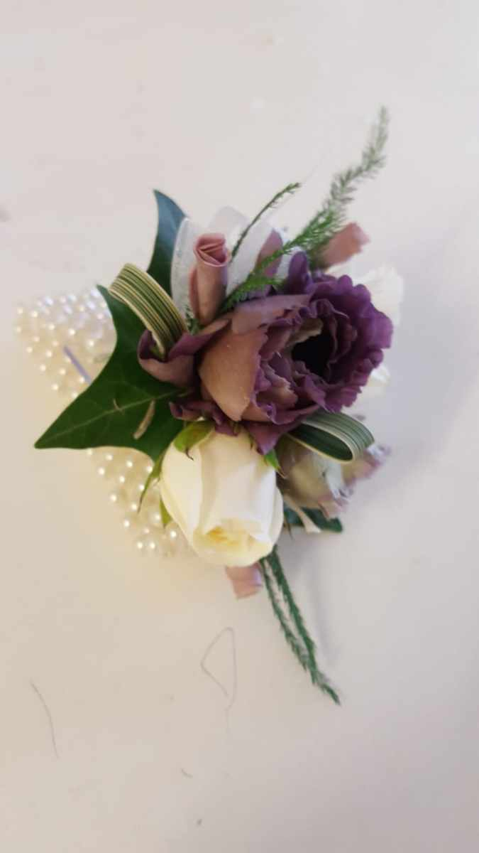 buttonholdes-wedding-flowers-rugeley-florist-staffordshire-044