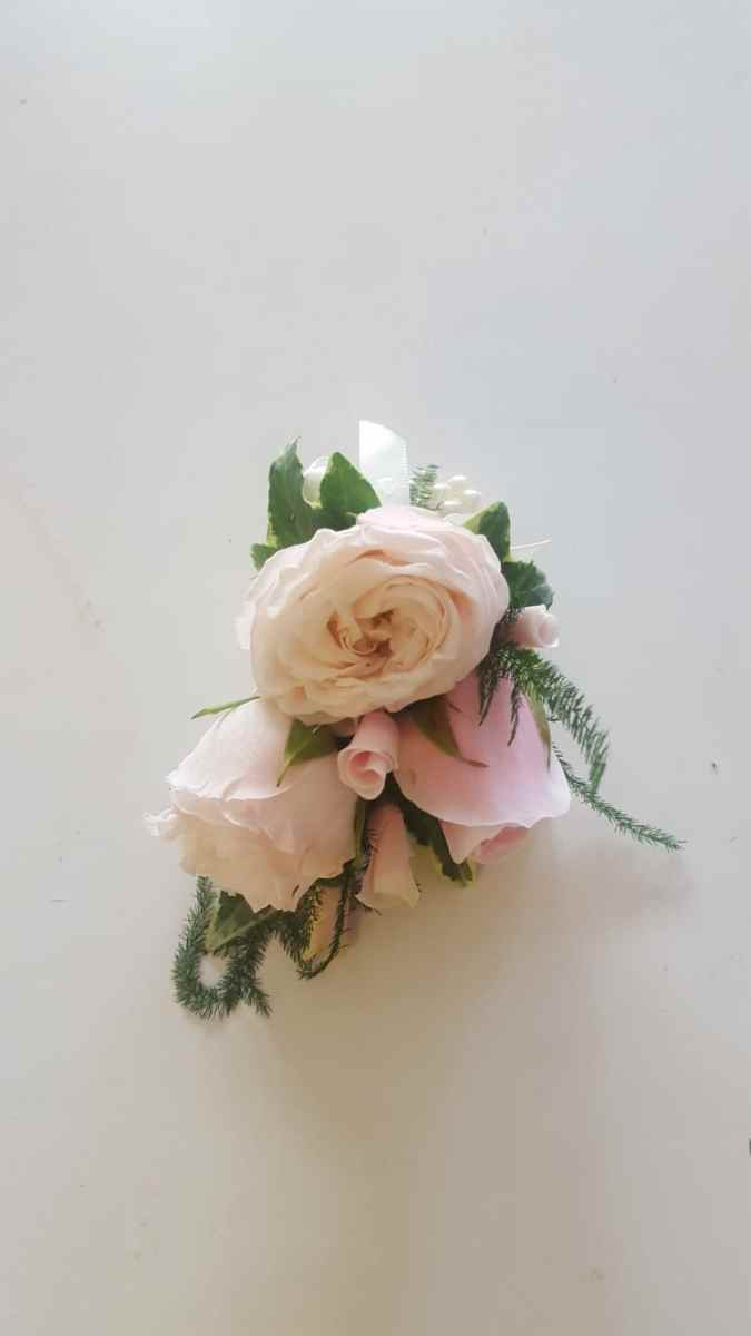 buttonholdes-wedding-flowers-rugeley-florist-staffordshire-050