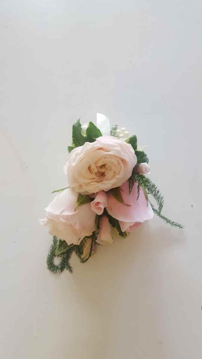 buttonholdes-wedding-flowers-rugeley-florist-staffordshire-050