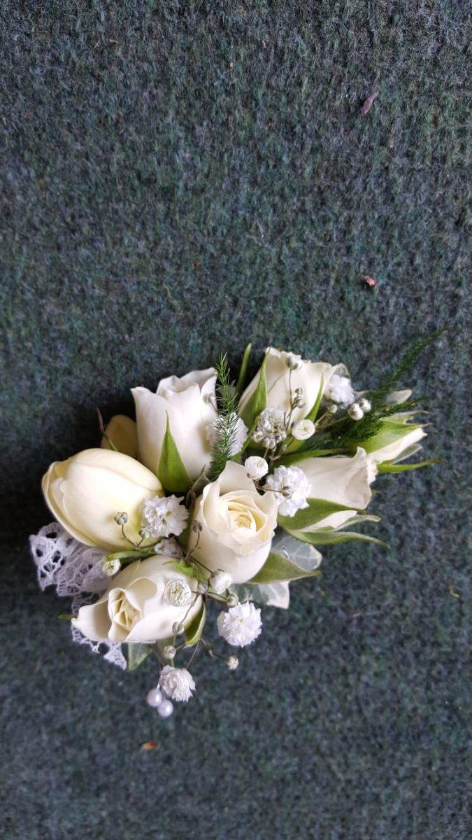buttonholdes-wedding-flowers-rugeley-florist-staffordshire-051
