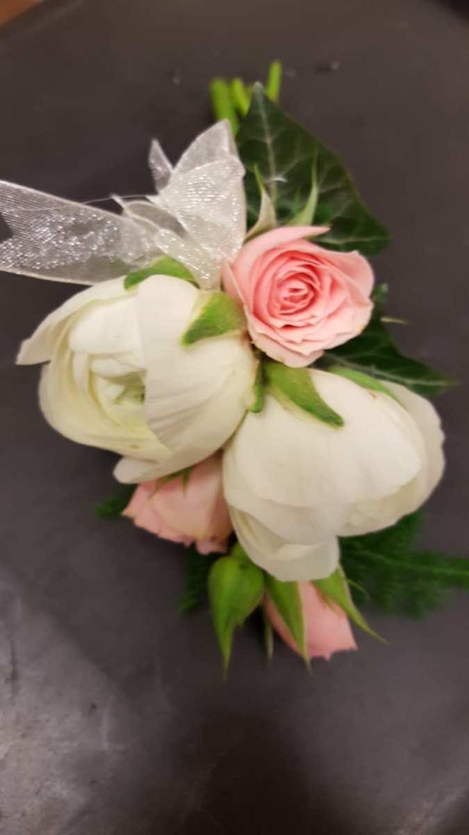buttonholdes-wedding-flowers-rugeley-florist-staffordshire-055
