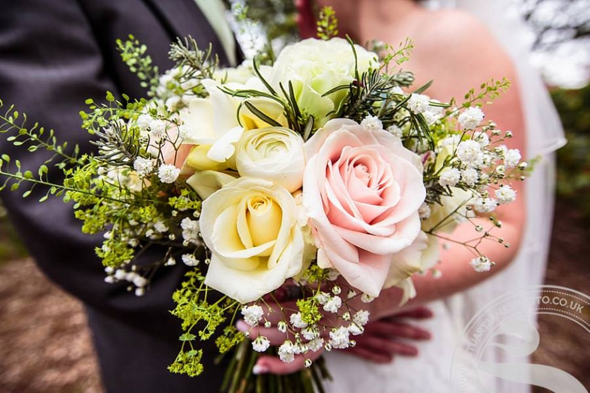 Wedding flowers fine flowers by lynne palfreyman wedding flowers junglespirit Images