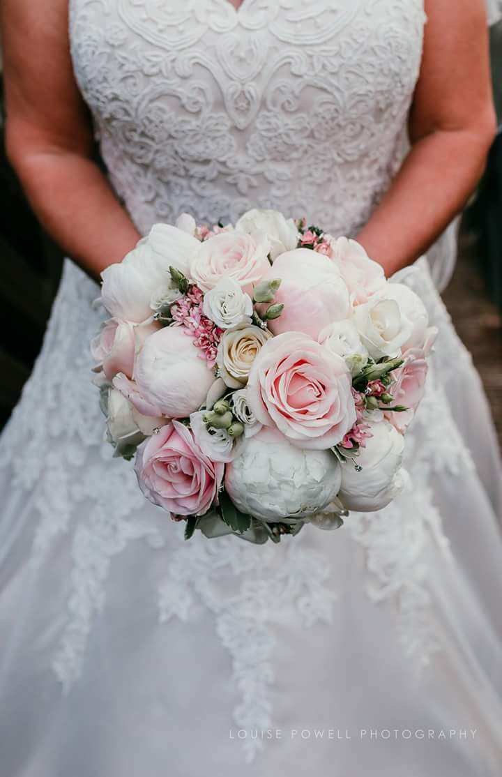 bridal-handtied-wedding-flowers-rugeley-florist-staffordshire-056