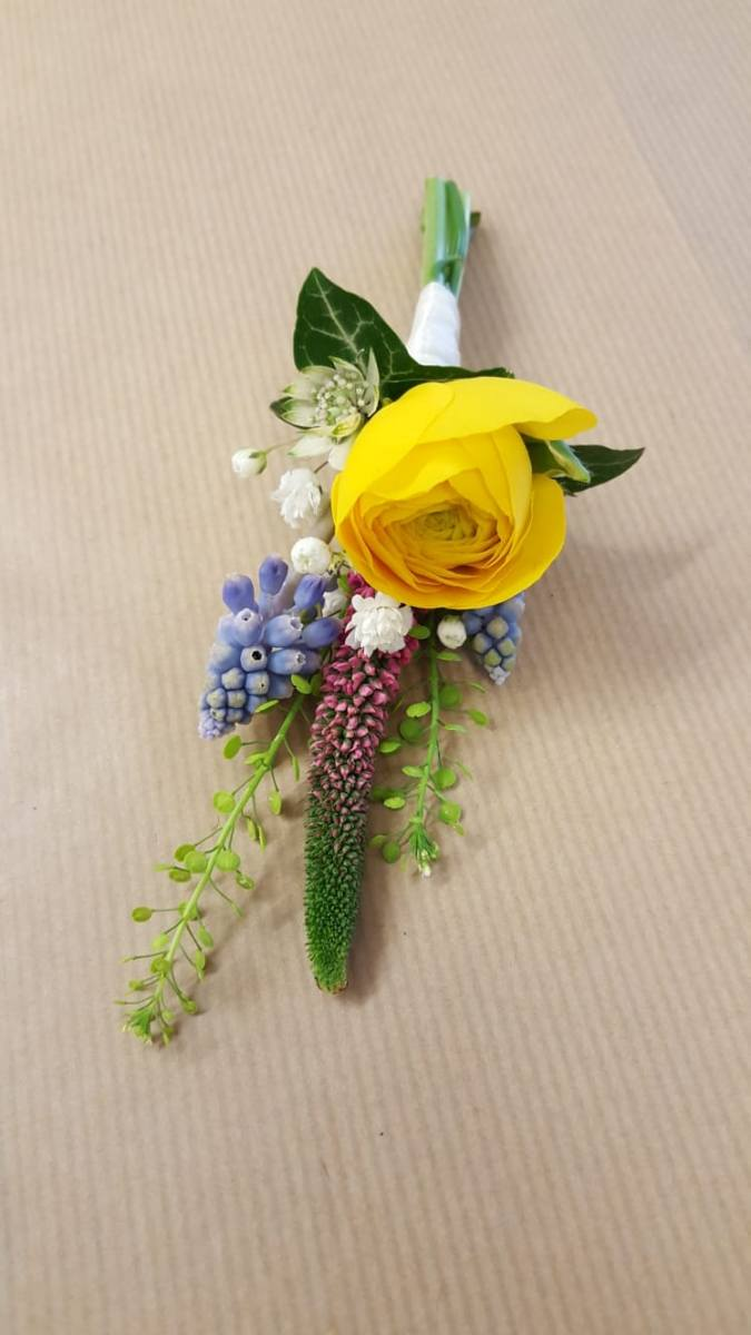 buttonholdes-wedding-flowers-rugeley-florist-staffordshire-054