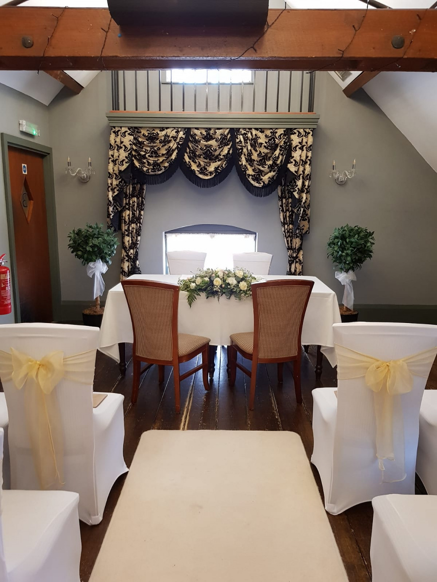 civil-ceremony-wedding-flowers-rugeley-florist-staffordshire-008